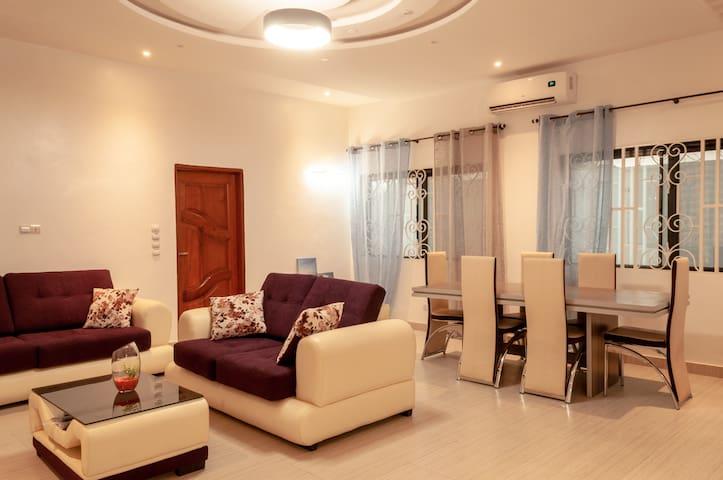 Maison Belle et neuve à Porto Novo à 30 MN de cot