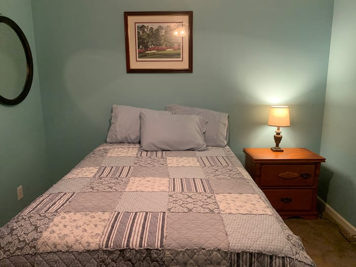 Private Bedroom/Bathroom with nice tv. lexington
