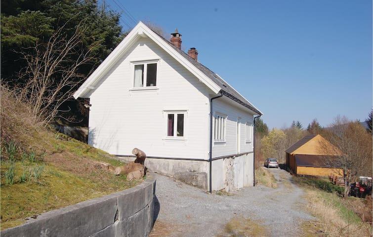 Holiday cottage with 3 bedrooms on 130m² in Sæbøvågen