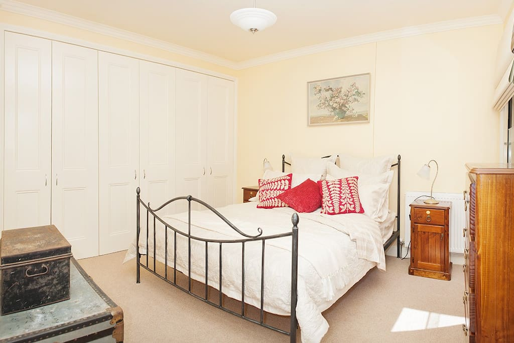 Spacious bedroom with very comfortable beds and luxury linen.
