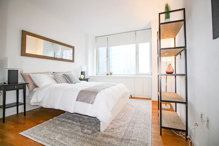 Manhattan Luxury Condo near Times Square w/ 3 Beds