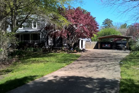 In-law suite in residential area. - Virginia Beach