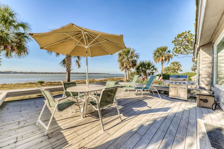 Waterfront vacation home w/ shared pool and huge deck, walk to the beach!