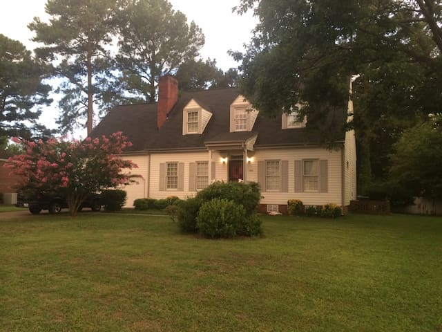 Charming home for traveling nurses & professionals - Goldsboro - Casa
