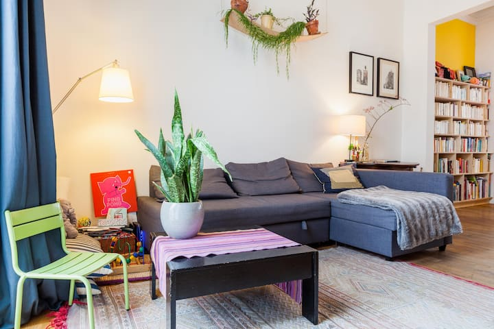 Superb triplex apt with terrace near center & park - Schaarbeek - Apartemen