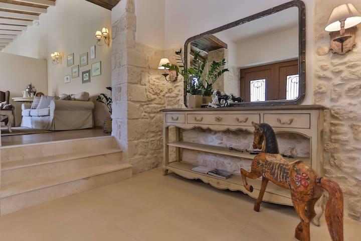 Υπέροχο πέτρινο σπίτι στο Σκαλάνι - 伊拉克里翁 - 獨棟