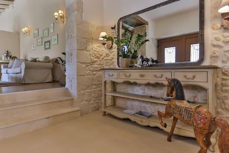 Υπέροχο πέτρινο σπίτι στο Σκαλάνι - Heraklion - Hus