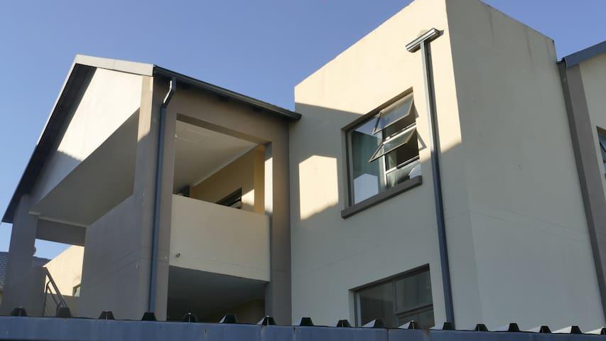 #76A RUIMSIG Safe & Beautiful Fairway Crest Estate
