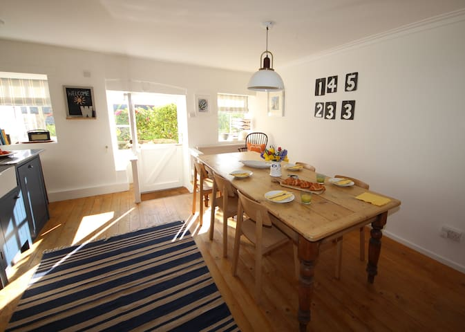 Spacious, stylish  2 bed apartment in Mousehole