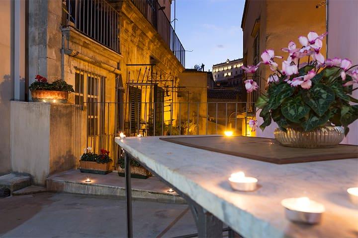 """""""I Balconi sul Barocco""""Casa Centro 11 posti letto"""
