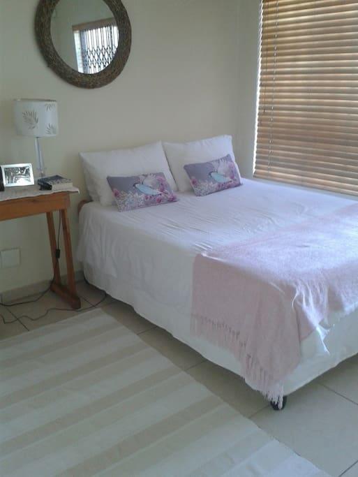 Main bedroom (double bed)