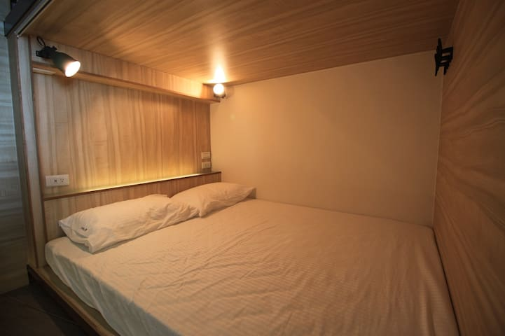 Double Bed in Mix Dorm 雙人床膠囊