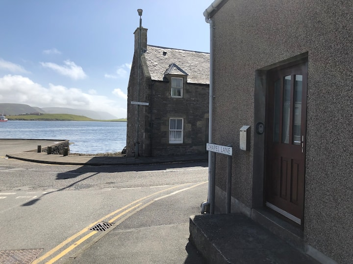 Cosy comfortable seaside home in central Scalloway