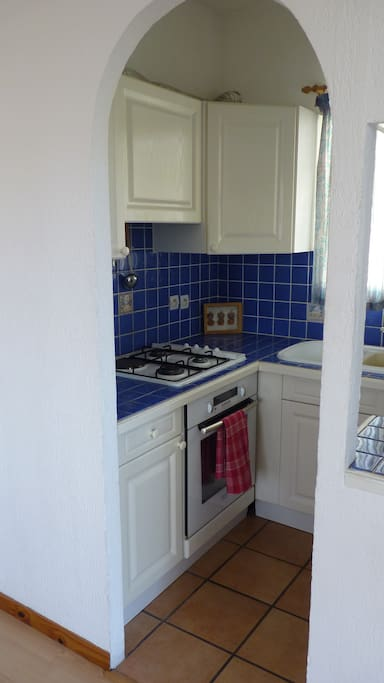 3 gas hobs and new electric oven