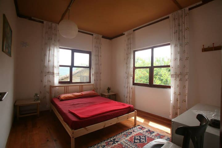 Big Sunny Room in a Peaceful  House - Olimpos / Kumluca - Huis