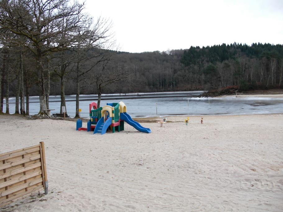 aire de jeux sur le lac