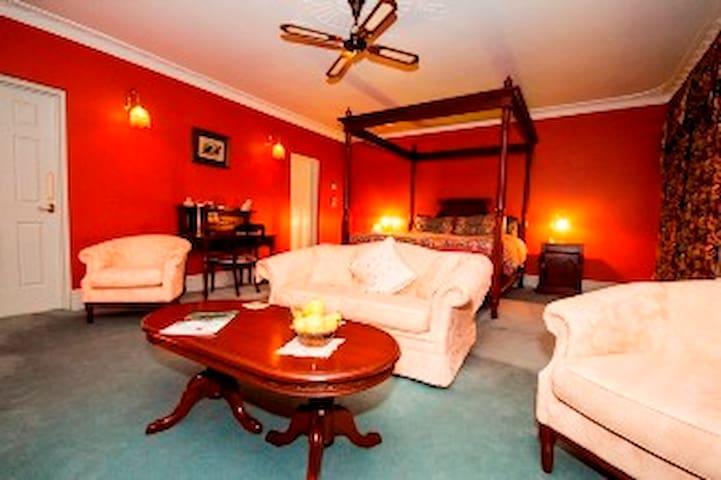Davenport Luxury Spa Suite