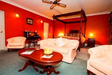 Davenport Luxury Spa Suite - Mullalyup
