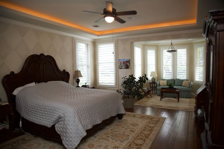 Spacious Master Suite near Downtown Austin