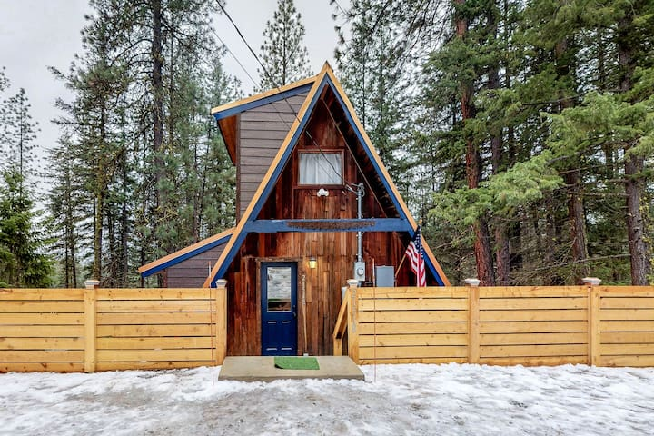 Dog-friendly cabin w/ hot tub, deck & firepit - close to river, hiking & skiing!