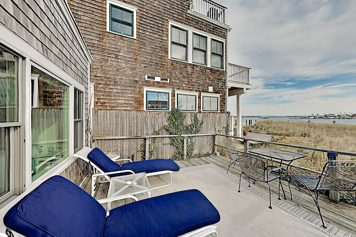 Stylish Waterfront Escape   Walk to Beach & Dining