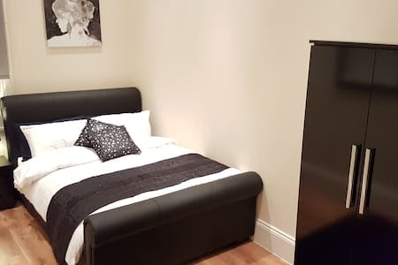 Deluxe 1 Bedroom Apartment in Town Centre - 哈德斯菲爾德(Huddersfield)