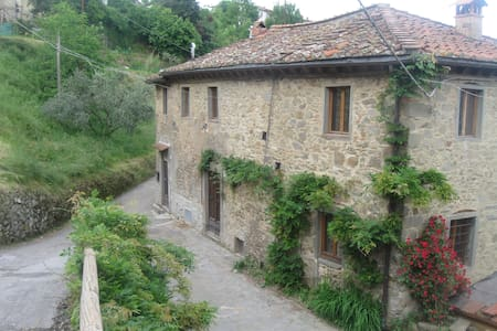 Beautiful Farmhouse in Mountains - Bagni di Lucca - Dům