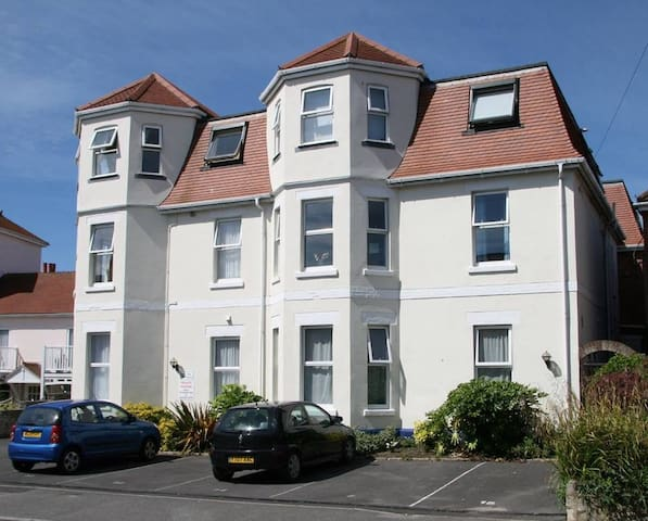 Ground floor 2 bed/2 bath apartment - Swanage - Lejlighed