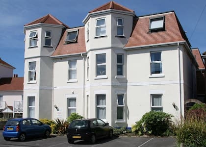 Ground floor 2 bed/2 bath apartment - Swanage