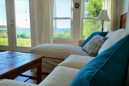 2BR Sunset cottage on Secluded Private Beach