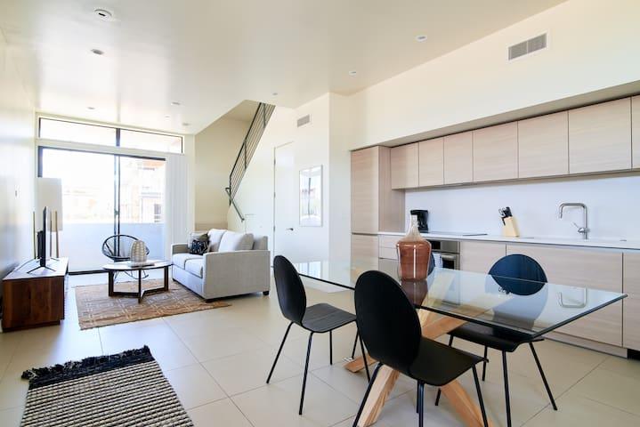 Sonder | Old Town Suites | Premier 1BR + Balcony