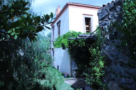 Old Stone House with garden/view - Ayvalık