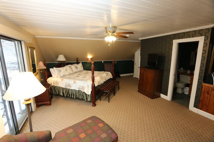 Historic Cornell Inn B&B - Frances · Large King Room w/ fireplace, jetted tub & balcony