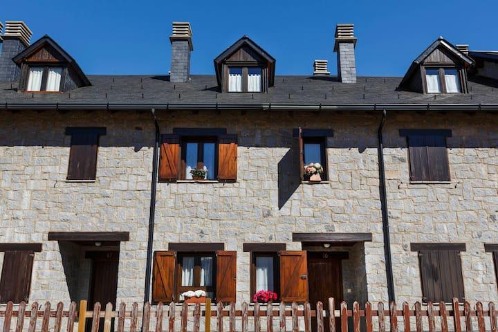 Charming Pyrenees House - ski&hike - Benasque