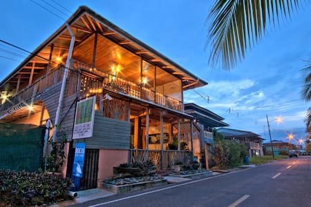 Lula's B&B - Clean, Cozy, Quiet - Bocas del Toro District - Bed & Breakfast