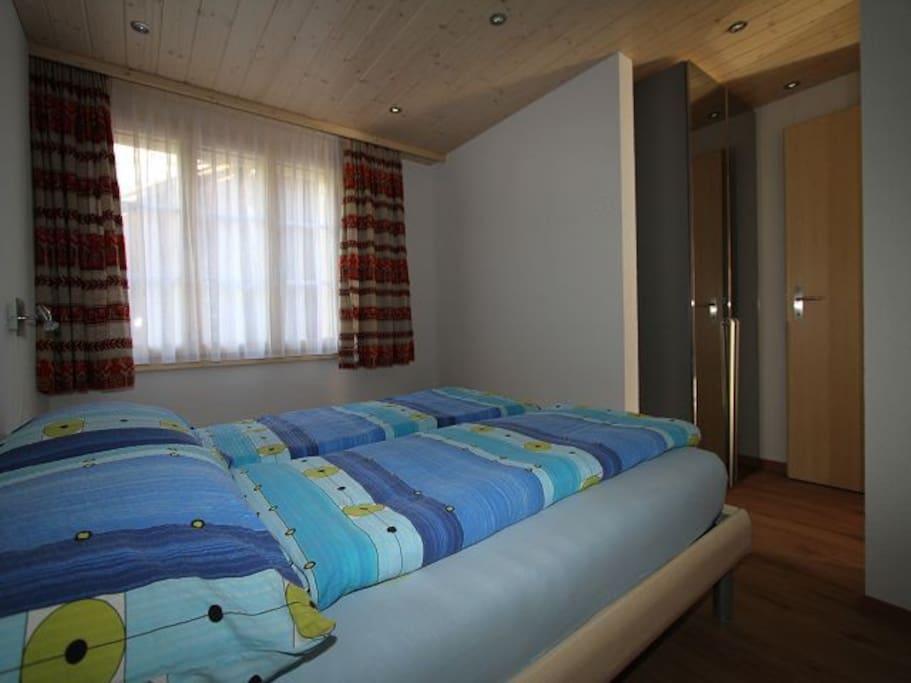2. Schlafzimmer mit Grandlit (160x200)