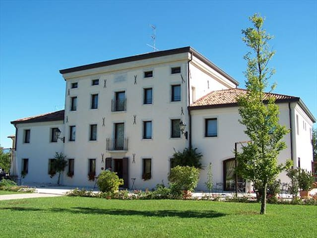 Villa Dei Carpini - Oderzo - Oda + Kahvaltı