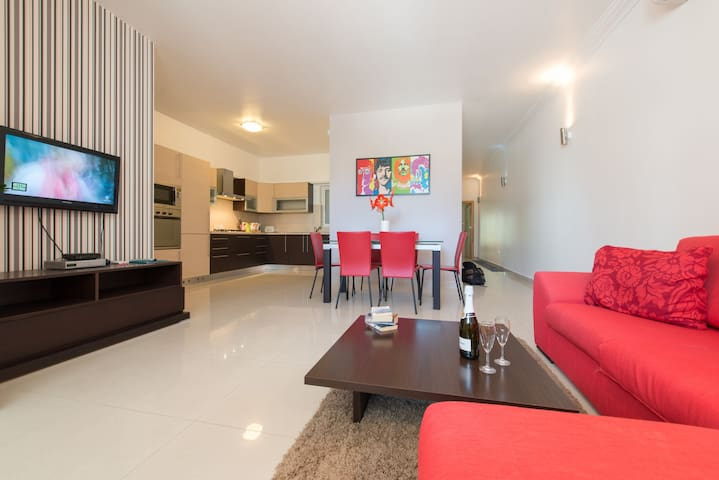 The Olive 1 - Modern 2 bedrooms Flat, Wi-Fi, A/C