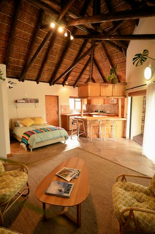 Thatched Studio Near the Beach - Cape Town - Huoneisto