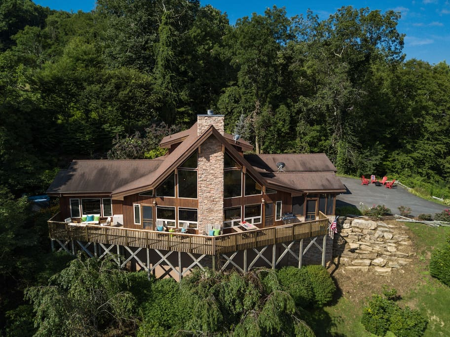 Aint Life Grand Cabin - Luxury Mountain Cabin with Amazing Views