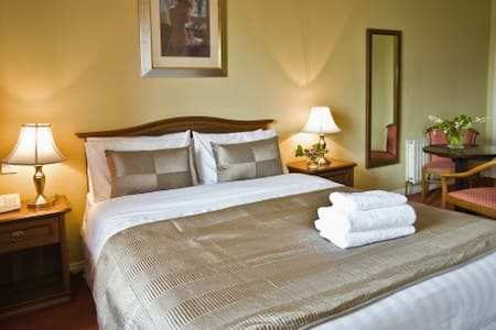 Maol Reidh Hotel, Connemara.    - Ireland - Wikt i opierunek