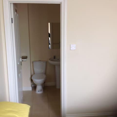 1 x DOUBLE EN-SUITE  ROOM 6 - Birkenhead - Casa