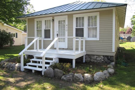 Cottage Steps to the Beach & Retail - Charlevoix - Casa