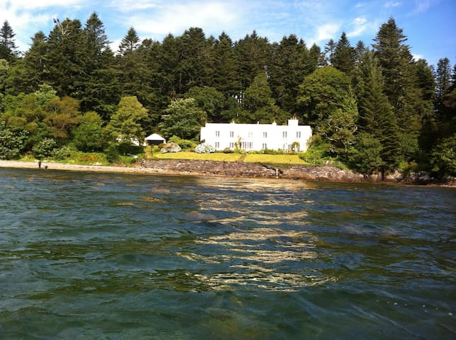 Historic Seaside Property  - Castletown-Bearhaven - Huvila