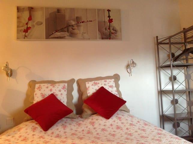 PROVENCE:chambre la Crau MARYDIDOU - Istres
