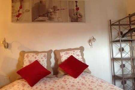 PROVENCE:chambre la Crau MARYDIDOU - Istres - Bed & Breakfast