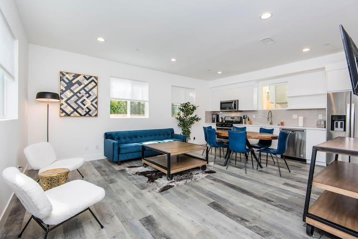 Miracle Mile | Chic Modern 3BR Townhome| D