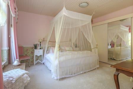 Bridal Suite... La Maison Rivière - Budel-Dorplein