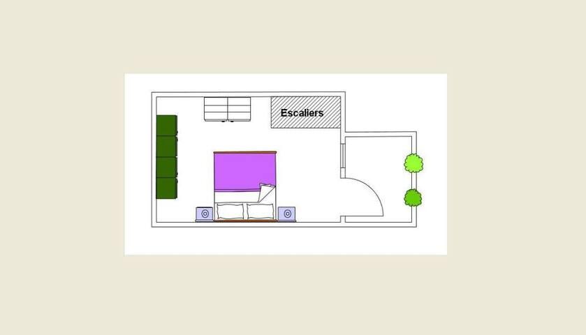 premier étage: chambre à coucher avec petit balcon
