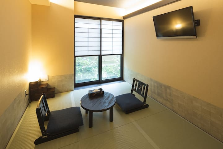 Wagokorohostel Japanese style room with 6 tatami
